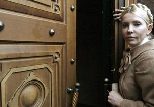 Львовский и Луцкий горсоветы просят освободить Тимошенко
