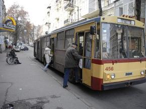 АМКУ просит Черновецкого повременить с отменой долгосрочных проездных в Киеве