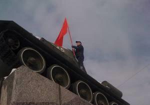 Житомирский облсовет принял решение вывешивать 9 мая красные флаги