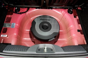 Новый сабвуфер Pioneer экономит место в Вашем автомобиле