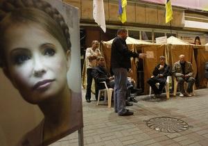 Депутаты БЮТ пока не намеренны демонтировать общественные приемные-палатки около Печерского суда