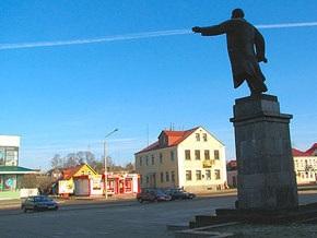 Белорус упал с памятника Ленину и разбился