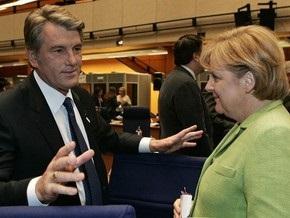 Ющенко и Тимошенко поговорили по телефону с Меркель
