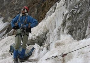 В горах Памира спасены двое из троих пропавших украинских альпинистов