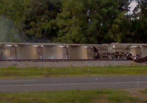 США - В Луизиане сошел с рельсов поезд с едкими химикатами, идет эвакуация