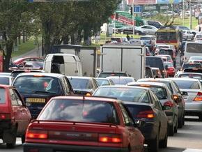 В Киеве неизвестные ограбили автомобиль мужчины, представившегося сотрудником СБУ