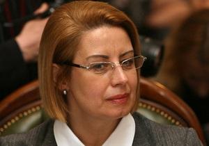 Ъ: Янукович помог передать свитки Торы в собственность киевской синагоги