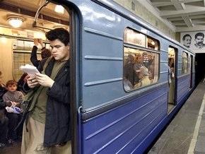 Машинист московского метро погиб, выпав во время движения из кабины