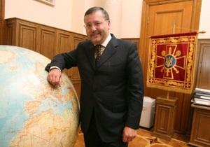 Гриценко заподозрил, что Азаров и Тигипко живут в другой галактике