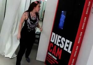 В примерочных Diesel установили камеры с доступом к Facebook