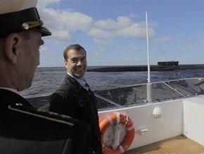 Медведев прокатился на катере и осмотрел атомную подлодку