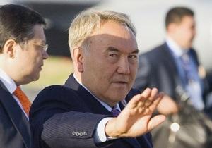 Депутаты парламента Казахстана попросили Назарбаева прекратить их полномочия