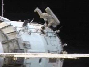 Астронавты МКС не смогли исправить положение платформы на перевернутом креплении