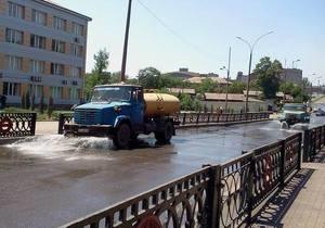 На дороги Енакиево к приезду Януковича вывели поливальные машины