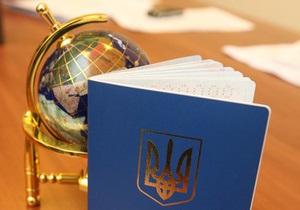 Украинцы будут получать загранпаспорта старого образца