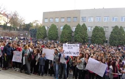 новости Ужгорода - Закарпатье - школа - каникулы - Погорелов - протесты - Мэр Ужгорода пожаловался в милицию из-за вызванного школьными каникулами протеста