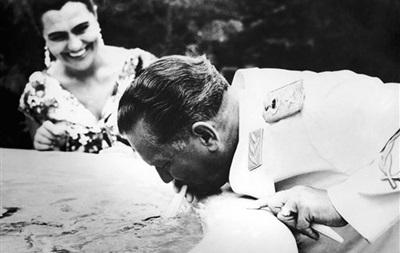 Из могилы вдовы маршала Тито похитили военные награды