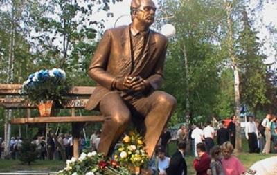 Динамо перенесет памятник Лобановского с территории стадиона