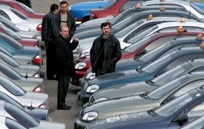 Перекрыв движение транспорта в Кременчуге, таксисты требуют наказать соучастника нападения на их коллегу