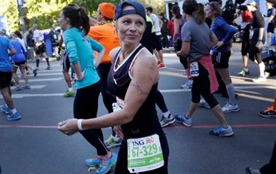Памела Андерсон пробежала марафон в Нью-Йорке, собрав $76 тысяч в помощь Гаити