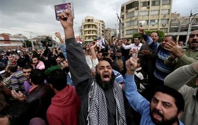 Мурси доставили в суд Каира на вертолете