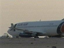Угонщики самолета отказываются отпустить членов экипажа