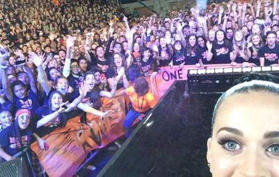 Певица Кэти Перри стала самым популярным пользователем в Twitter