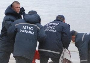 В Киеве спасатели МЧС вытащили из Русановского канала собаку