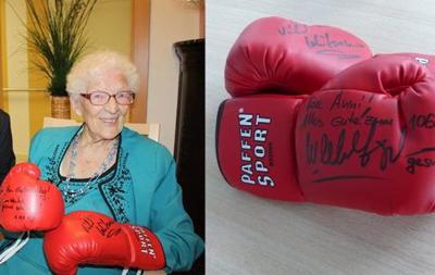 Братья Кличко подарили своей 106-летней фанатке боксерские перчатки