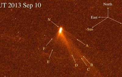 Хаббл засек шестихвостую комету