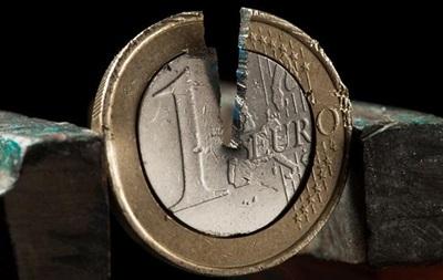 Курс валют: официальный евро стремительно теряет позиции
