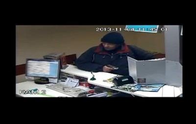Мужчина, ограбивший банк в Борисполе, потратил украденные деньги на баню и проституток