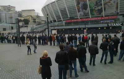 Украина - Франция: Болельщики выстроились в гигантскую очередь за билетами