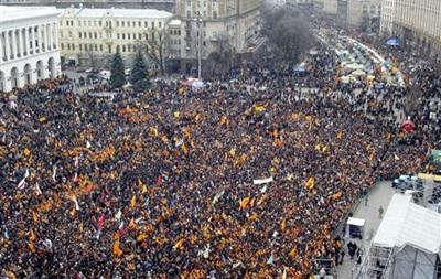 Ряд организаций планируют в годовщину Оранжевой революции установить на Крещатике палатки - Ъ