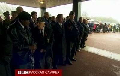 Сотни людей пришли на похороны незнакомого ветерана