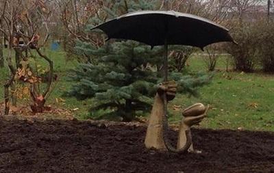 В киевском парке Позняки установили скульптуру по замыслу двух школьниц