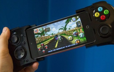 Стартовали продажи первого игрового контроллера для iOS7