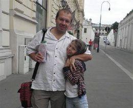 У них нет тормозов: Владелец фирмы, изготовившей футболки Спасибо жителям Донбасса, покинул Украину