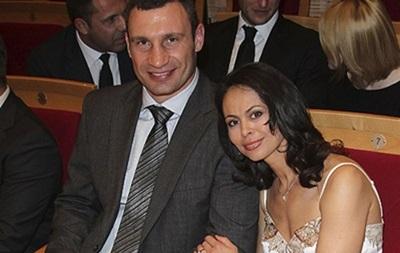 Жена Виталия Кличко хочет, чтобы он завершил карьеру