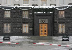 Журналисты требуют убрать  черную ленту  в здании Кабмина