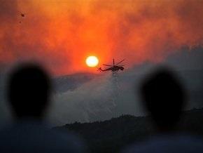 Афины в плотном дыму: пожарным не удается взять под контроль лесные пожары