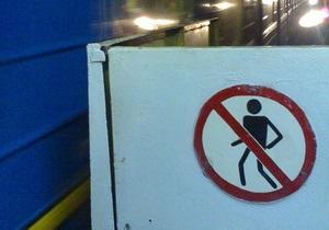 В киевском метро утром пассажир упал на рельсы