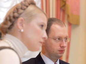 Яценюк предложил Тимошенко разработать антикризисный пакет-2