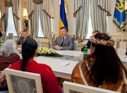 Янукович встретился с вождем индейского племени