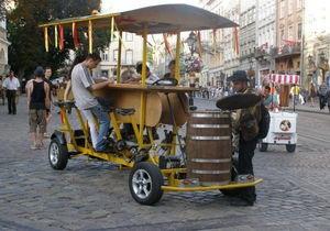 Во Львове велобар столкнулся с трамваем