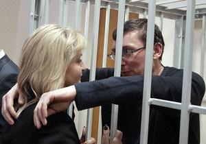 Семья Луценко не будет покидать Украину