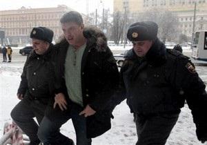 У СИЗО, где сидит Немцов, задержали около 20 его сторонников