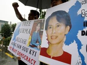 Лидер оппозиции Мьянмы проведет еще 18 месяцев под домашним арестом