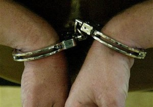 Киевская милиция задержала журналиста и режиссера за кражу товара из магазина игрушек