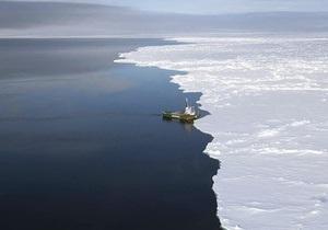 Судно с 30 россиянами на борту обледенело в Охотском море